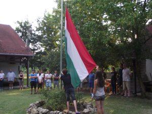 Ünnepélyes zászlófelvonás.